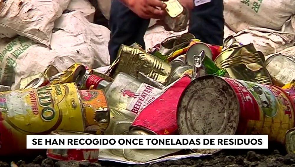 Nepal encuentra cuatro cuerpos y recoge once toneladas de basura en el Everest