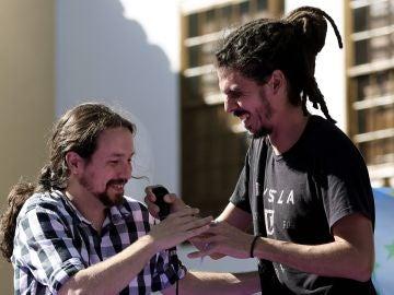 El diputado canario Alberto Rodríguez, y líder de Podemos, Pablo Iglesias