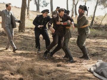 Carmelo y Severo corren desesperados hacia los cuerpos sin vida