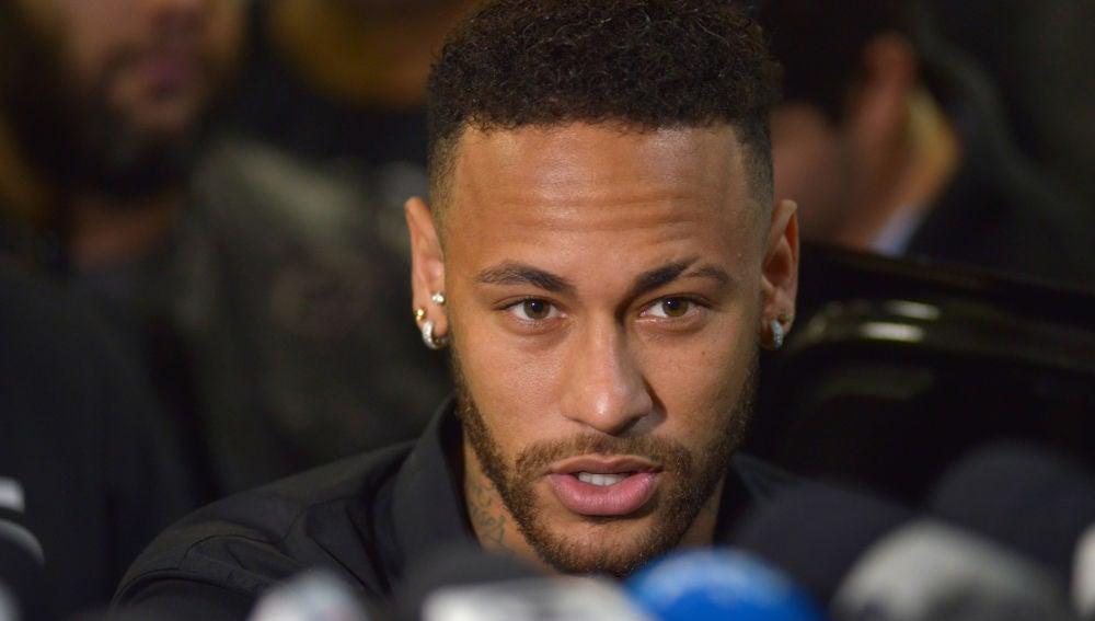 Neymar declara ante los medios de comunicación