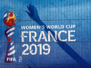 Lona con el logotipo del Mundial de Francia de fútbol femenino
