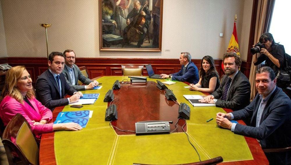 Reunión de representantes del PP y Vox