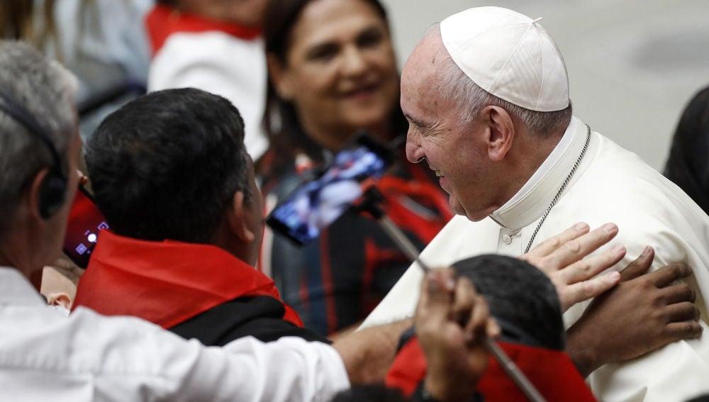 El Papa Francisco con más de 400 niños en el Vaticano