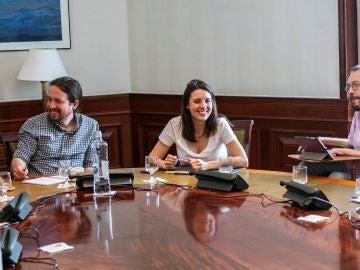 El secretario general de Podemos, Pablo Iglesias, e Irene Montero