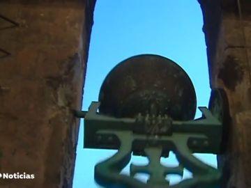 Las campanas de varias iglesias suenan en el centro histórico de Valencia