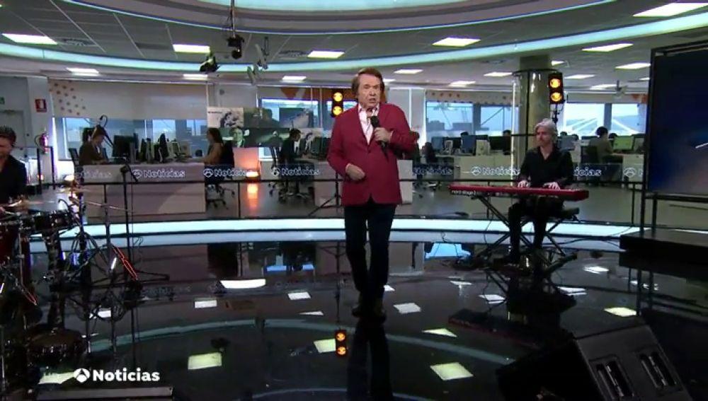 REEMPLAZO   Actuación completa de Raphael durante el informativo de Antena 3 Noticias