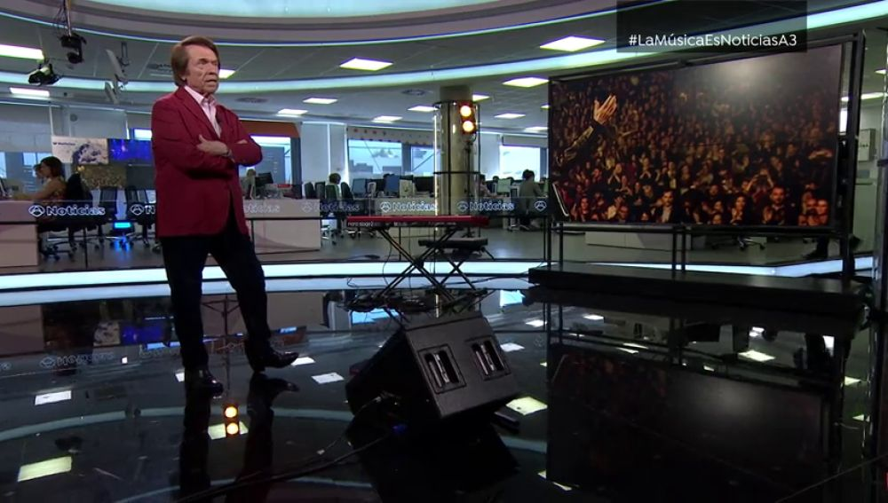 """Raphael, en su visita a 'La música es noticia': """"Siempre hay que cumplir nuevas metas, nunca se llega al final"""""""