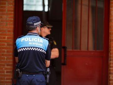 Policías custodian este lunes la vivienda