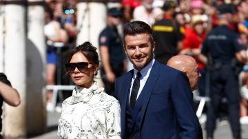 Victoria y David Beckham llegando a la boda de Sergio Ramos y Pilar Rubio
