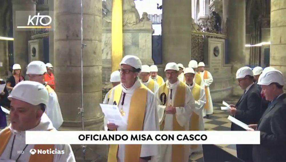 REEMPLAZO | Notre Dame celebra su primera misa dos meses después del incendio
