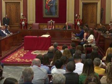 La alcaldesa de Santa Cruz de Tenerife agradece el nuevo cargo a su familia y a una gallina