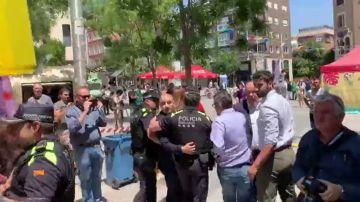 """Protestas en Sabadell  frente el Ayuntamiento por la """"caza de brujas"""" de Podem al pactar con PSC"""