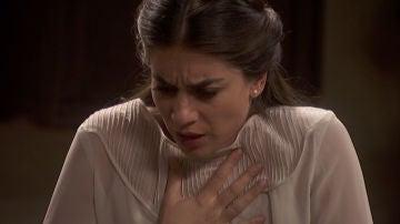 Elsa sufre una crisis mientras Antolina cuida de ella