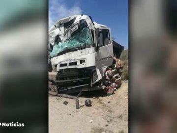 Dos camiones se chocan en un aparatoso accidente de tráfico en Almería