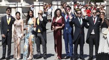 El equipo de 'El Hormiguero 3.0' posa en la boda de Pilar Rubio y Sergio Ramos