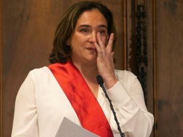 Colau, emocionada tras ser reelegida alcaldesa de Barcelona