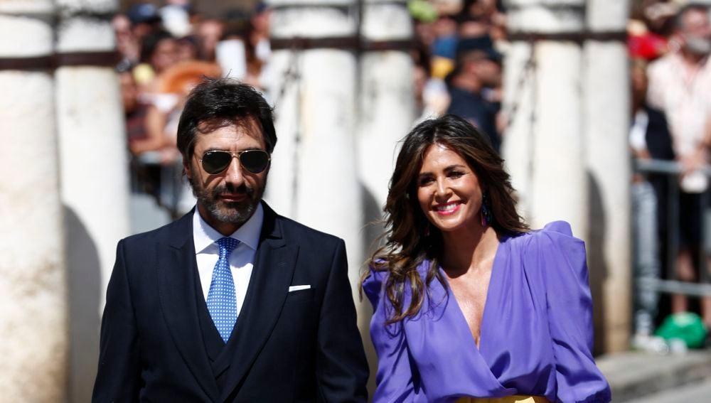 Nuria Roca y Juan del Val llegando a la boda de Pilar Rubio y Sergio Ramos