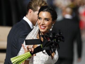 Pilar Rubio con su ramo negro en su boda con Sergio Ramos