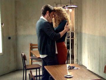 Ana le confiesa a Carlos que ha empeorado las cosas