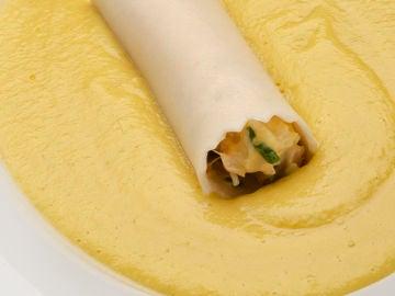 Crema fría de mango y calabacín con canelón de bonito