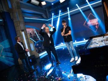Antonio Resines hace magia tocando el piano con la ciencia de Marron