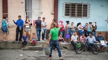 Migrantes aguardan regularización en México.