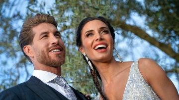 Sergio Ramos y Pilar Rubio atienden a la prensa tras casarse en Sevilla