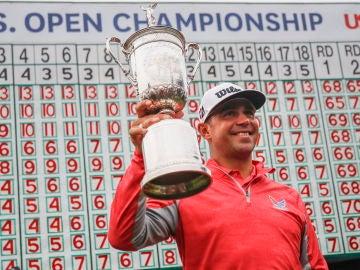 Gary Woodland alza el trofeo del US Open