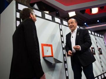 """Antonio Resines alucina con el juego 'Culo o moflete' de 'El Hormiguero 3.0': """"¿De dónde sacáis a estos tarados?"""""""