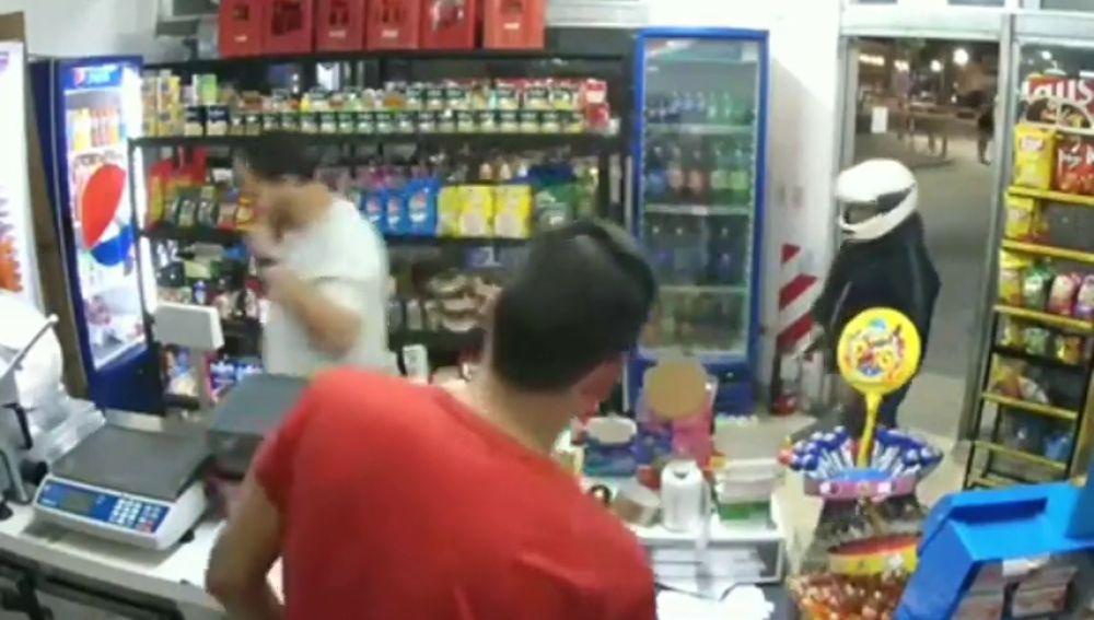 Un ladrón muere tras dispararse sin querer en un pierna cuando robaba en una tienda en Argentina