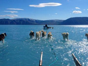 Una fotografía muestra el alarmante ritmo al que se derrite Groenlandia