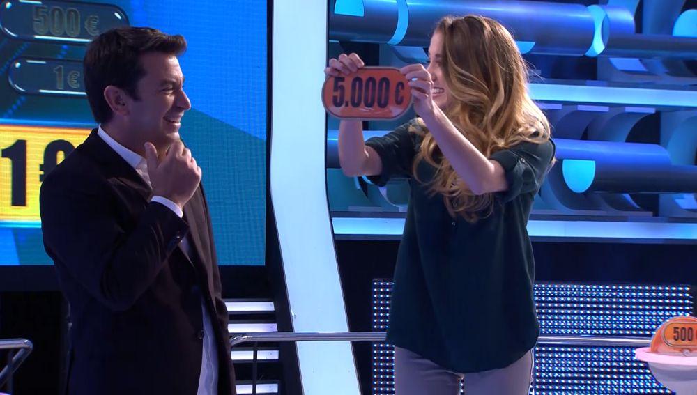 Primera vez que una concursante gira su última moneda en '¡Ahora caigo!'