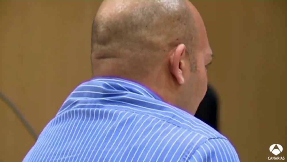 El acusado confiesa que perdió el control cuando la vio con otro