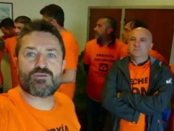 Los trabajadores de Alcoa se encierran en la Delegación del Gobierno en A Coruña