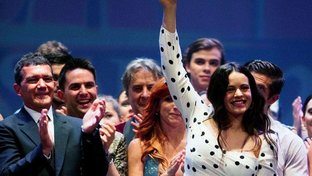 Rosalía recibe el premio e las Artes Escénicas 'Antonio Banderas'
