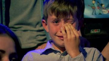 Semifinal: Las lágrimas desconsoladas del pequeño nieto de Juan Mena tras verlo actuar en 'La Voz Senior'
