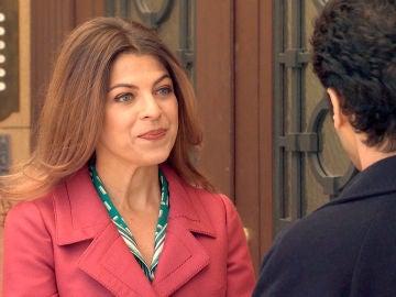 Nuria Salgado regresa al barrio y se cruza con Ignacio
