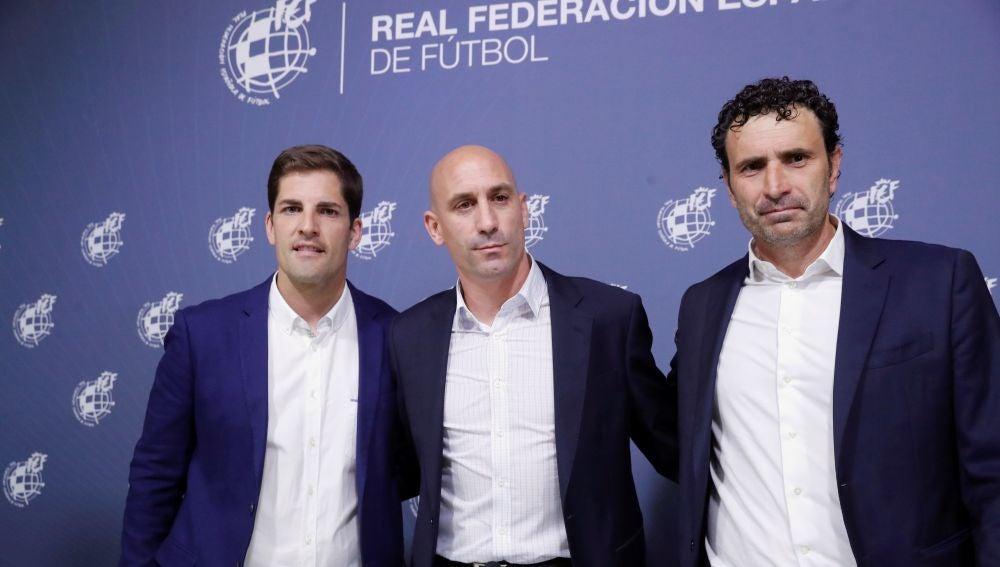 Robert Moreno, junto a Rubiales y Molina