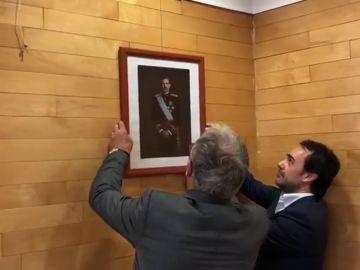 Josep Bou pide a Colau que coloque la imagen del Rey Felipe VI en el Salón de Plenos