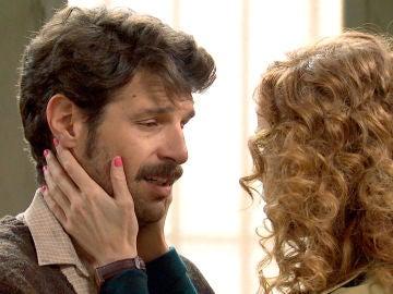 Carlos se rinde y Ana vuelve a comprometer a Carlos