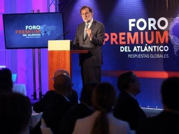 """Rajoy dice que un acuerdo PSOE-Cs daría una """"sólida mayoría"""" y pide un """"esfuerzo"""" para cerrar un Gobierno estable"""