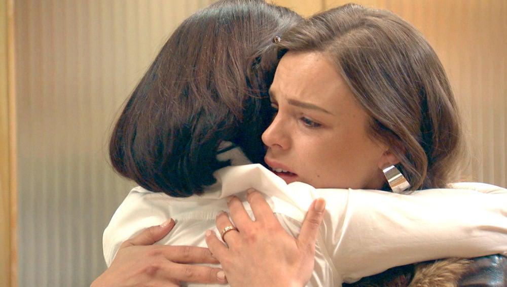María le confiesa a su madre la dura decisión que tomó en Londres