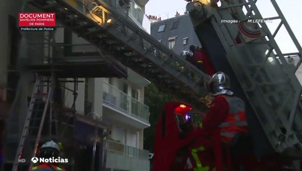 Al menos tres muertos y una treintena de afectados al incendiarse un edificio residencial en París