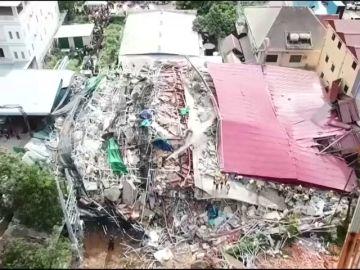 Siete muertos y más de 30 heridos al derrumbarse un edificio en Camboya