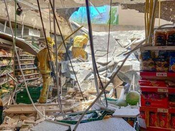 Siete heridos tras caerse el techo de un supermercado
