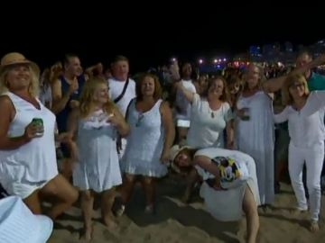 Más de 100 mil personas se congregan en Las Canteras por San Juan