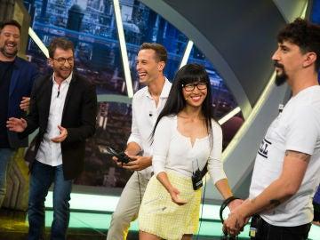 El 'Teléfono escacharrado de imitaciones' de Carlos Latre desata las risas en plató de 'El Hormiguero 3.0' durante la visita de Sergio Canales