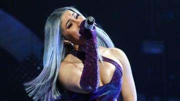 Cardi B se toca sus partes íntimas durante un concierto