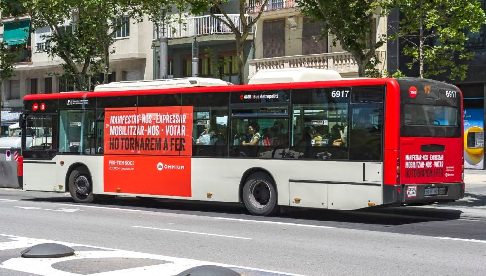 Uno de los autobuses con propaganda independentista