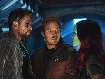 Chris Hemsworth, Chris Pratt y Zoe Saldana en 'Vengadores: Infinity War'